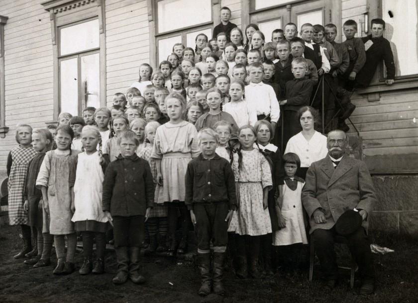 koulukuva_lohtaja_1923